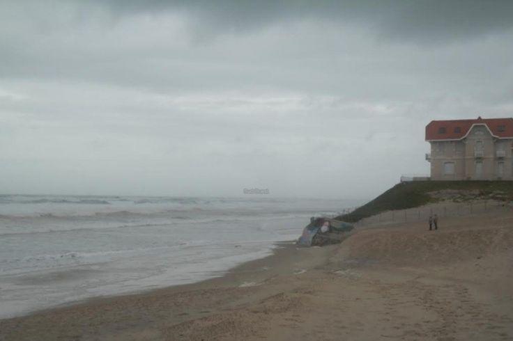 A Biscarrosse, l'océan montait lundi jusqu'au pied de l'Hôtel de la plage - vents et fortes vagues : alerte maintenue dans le Sud-Ouest - SudOuest.fr