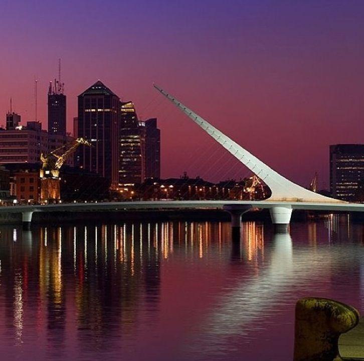 Puente de la Mujer en Baires, Buenos Aires C.F.