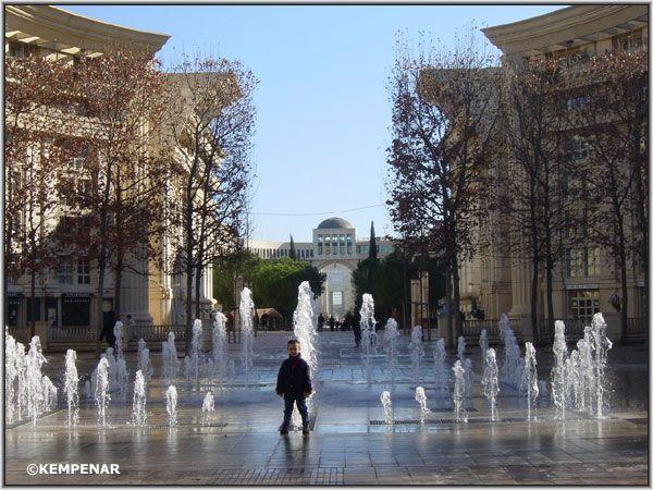 Fontaine de la Place du Nombre d'OR  du quartier Antigone à Montpellier