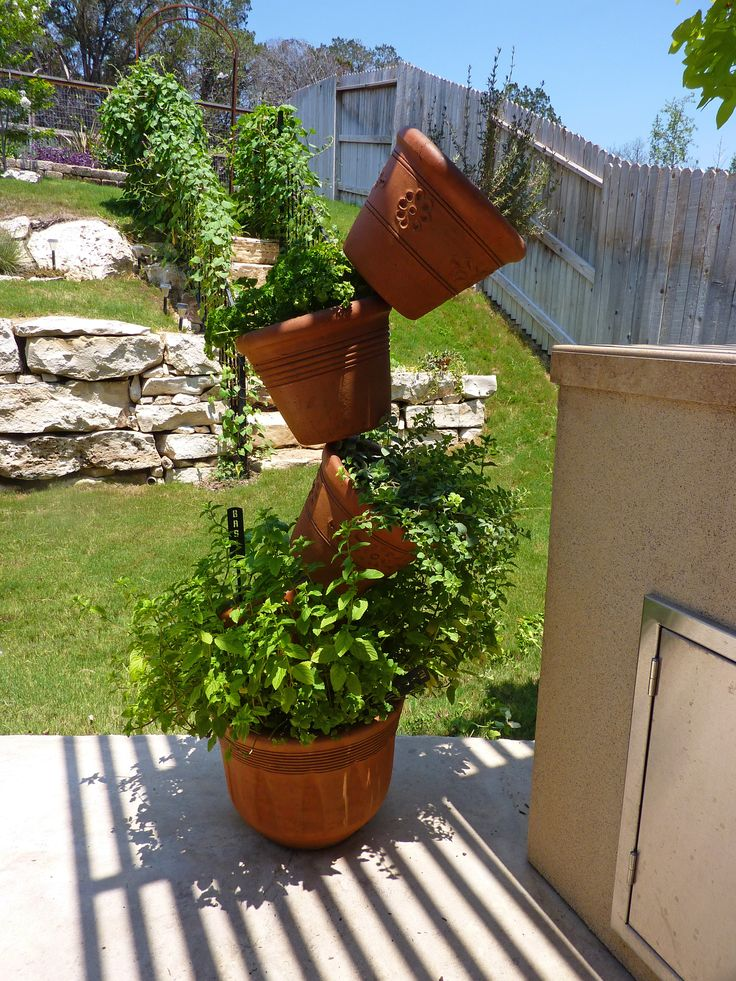 Best 25 stacked pots ideas on pinterest diy yard decor - Better homes and gardens flower pots ...