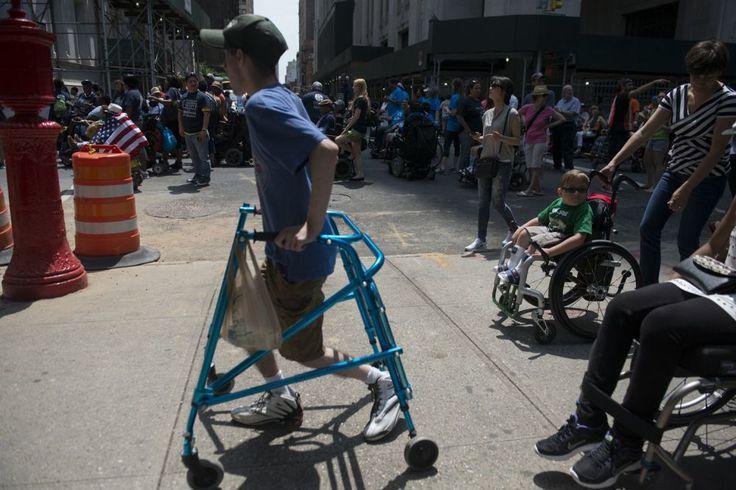 Pride: így vonultak a fogyatékkal élők – fotók http://www.nlcafe.hu/foto/20150713/fogyatekkal-elok-parade/