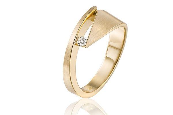 Bijzondere gouden verlovingsring met briljant