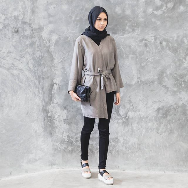 wear kara top in olive from @jennaandkaia & my favo @clevina_ shoes