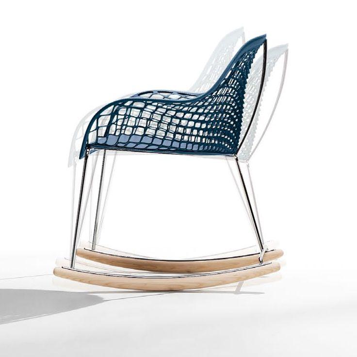 GUAPA DN. Comfort, unicità ed alta resistenza, la linea di sedie Guapa è nata dall'unione dei due designer Beatriz Sempere e Franco Poli. La sedia a dondolo Guapa ha forme morbide  e moderne ed è pensata per i tuoi momenti di relax, senza rinunciare all'impatto estetico e all'eleganza delle forme, che la rendono un prodotto di design unico nel suo genere. Certificata Catas (EN 1728). Prodotto Made in Italy da Midj.