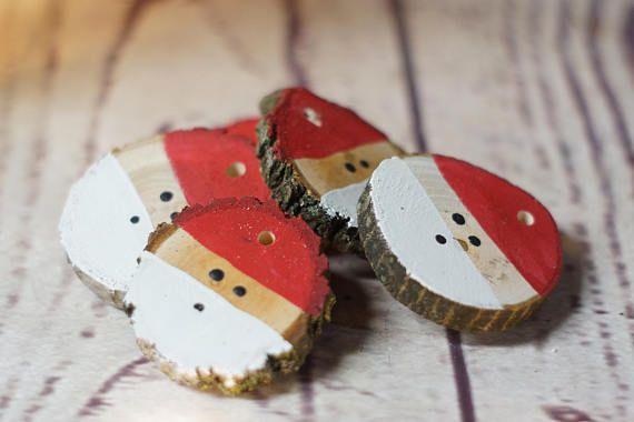Ornement de Noël père Noël ensemble à la main des boules de