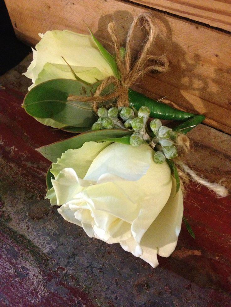 buttonholes groom & groomsmen