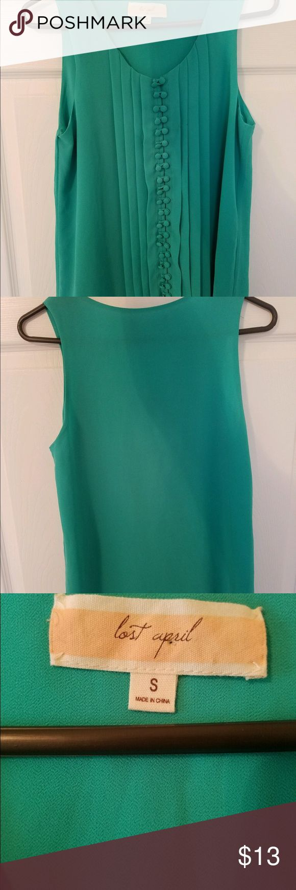 Cute Kelly green tank from Apricot Lane! Stinking cute top from Apricot Lane with button detailing and pleats along the front. Kelly green, size small! Lost April Tops Tank Tops