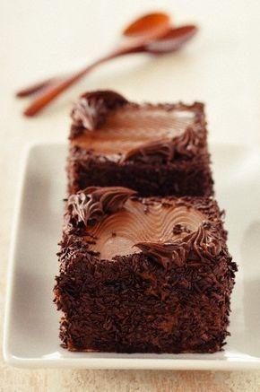 H πιο αγαπημένη τούρτα είναι φυσικά η τούρτα σοκολάτα! Η αξεπέραστη γεύση της, την κάνει μακράν την πρώτη επιλογή, φυσικά αυτό που θέλουμε σε μια τούρτα Full Choco είναι να μην λιγώνει!