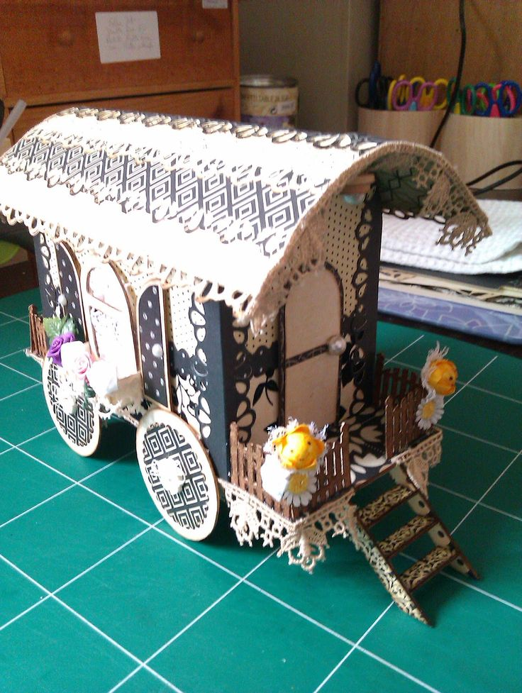 Has the cut file for the wagon!  Tutoriel de la roulotte ~ Pour tes beaux yeux...