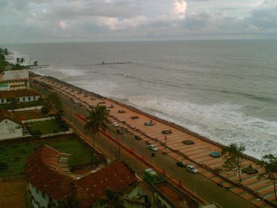 Google Image Result for http://media-cdn.tripadvisor.com/media/photo-s/01/81/d6/d0/calicut-beach-a-sky-view.jpg