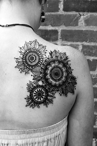 ...: Flowers Tattoo, Folk Art, David Hale Tattoo, Henna Design, Glitter Tattoo, Art Flowers, Shoulder Tattoo, Mandala Tattoo, Ink