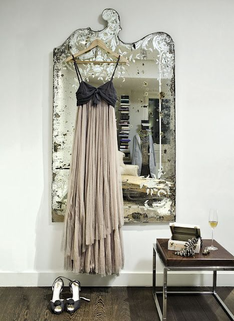elegant mirror display