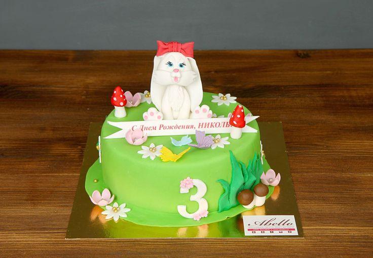 Яркий тортик цвета молодой травки шикарно будет смотреться на праздничном столе. Дети просто обожают насыщенные цвета, и такой десерт они точно не пропустят. Сладкая цветочная полянка понравится и мальчикам и девочкам, а про взрослых, и говорить нечего. При желании, вы можете внести любые изменения в дизайн торта, чтобы он идеально подошел к вашему празднику😉  С радостью изготовим, а если пожелаете то и доставим, #детскийторт от 2-х кг всего за 2150₽/кг. #фигуркиазмастики зайки включена в…