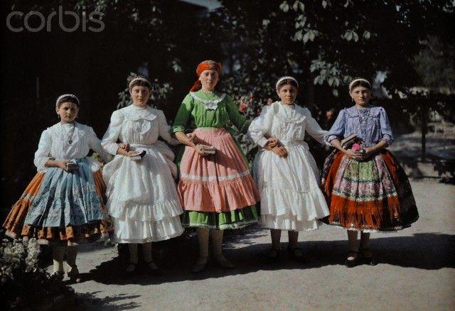 1932 magyar népviselet - Hungary