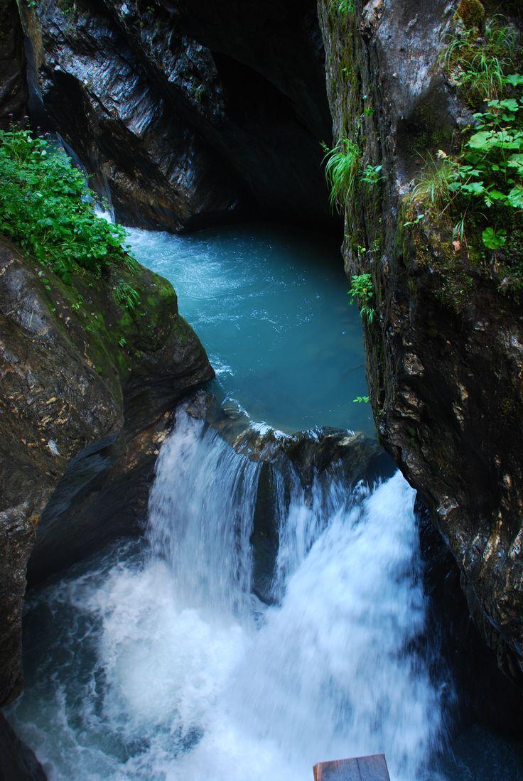Zbiornik wodny pomiędzy stromymi skałami. Kitzlochklamm okolice Salzburga. Fot. Paweł Paśnik