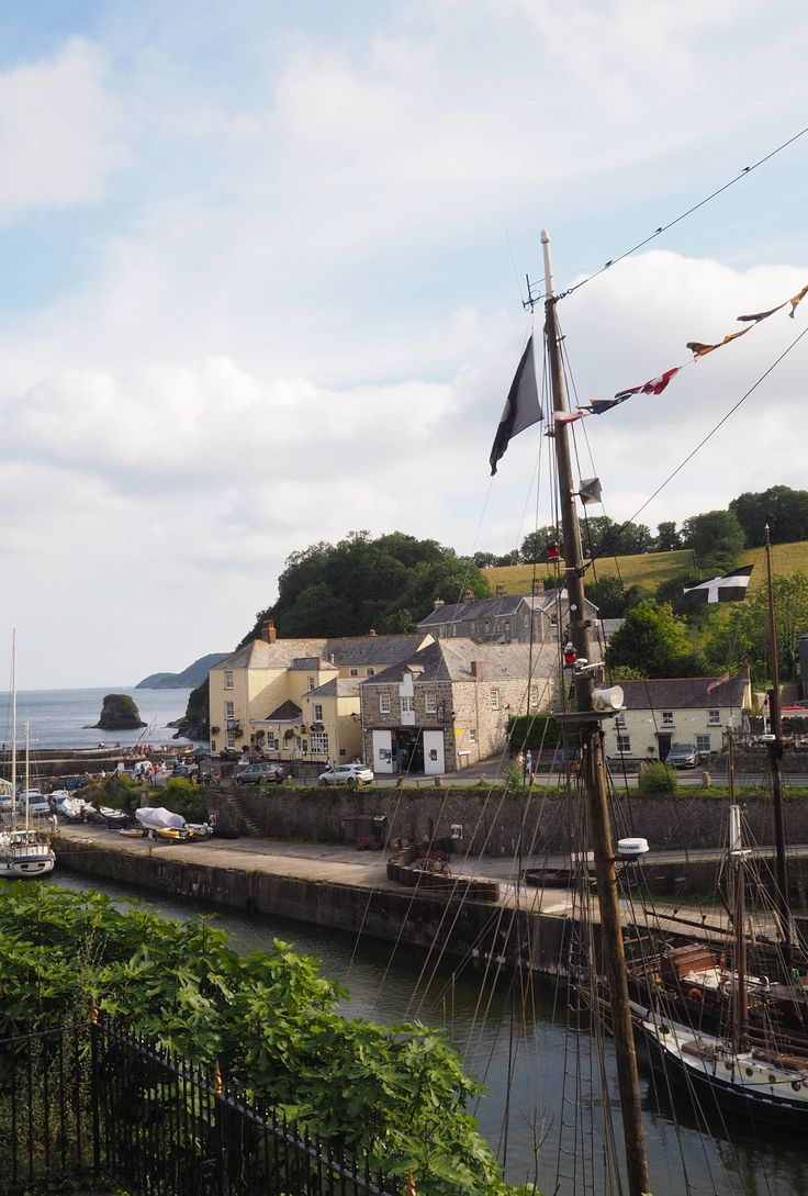 England Travel Inspiration - Exploring Poldark Country with a Visit to Charlestown, Cornwall. Pop over to the blog to read my travel tips for Charlestown!