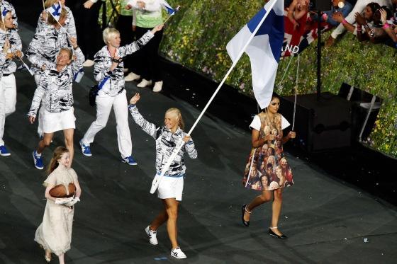 Hanna-Maria Seppälä johdatti Suomen olympiajoukkueen stadionille. || Lontoo 2012. Kuva: Mika Ranta / HS