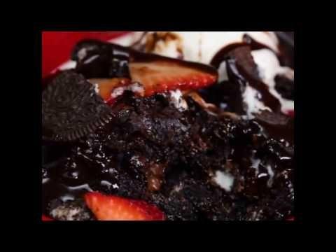 Вкуснейший пирог на День Святого Валентина!   Быстро и очень вкусно! Попробуйте!   Ингредиенты: 1 пакет шоколадного пудинга (мгновенного приготовления) 2 ½ чашки холодного цельного молока 1 плитка кондитерского шоколада 1 ½ чашки измельченного печенья #Oreo 2 чашки зефира (небольшого размера) 1 чашка шоколадной стружки  Для гарнира:  Зефир, шоколадный сироп, дробленый Oreos, свежей клубники ломтиками и ванильное мороженое.  #Рецепты #Сладости #Пирог #ДеньСвятогоВалентина #ValentinesDay