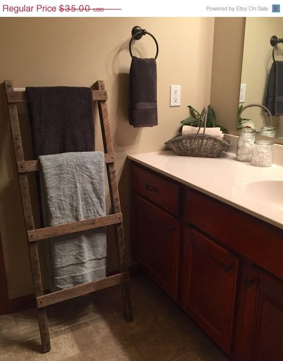 Rustic wood pallet furniture outdoor furniture towel for Bathroom decor ladder