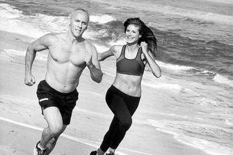 Star-Trainer David Kirsch, der Stars wie Heidi Klum und Liv Tyler fit macht, hat nun ein 30-Minuten-Workout entwickelt. Wie die Quickie-Übungen aussehen, verraten wir hier: http://www.shape.de/fitness/workout/a-35548/david-kirsch-und-sein-30-minuten-workout.html