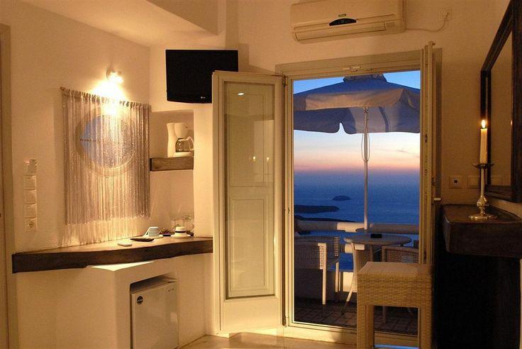 Hotel Sunny Villas - Santorini Fira$1336