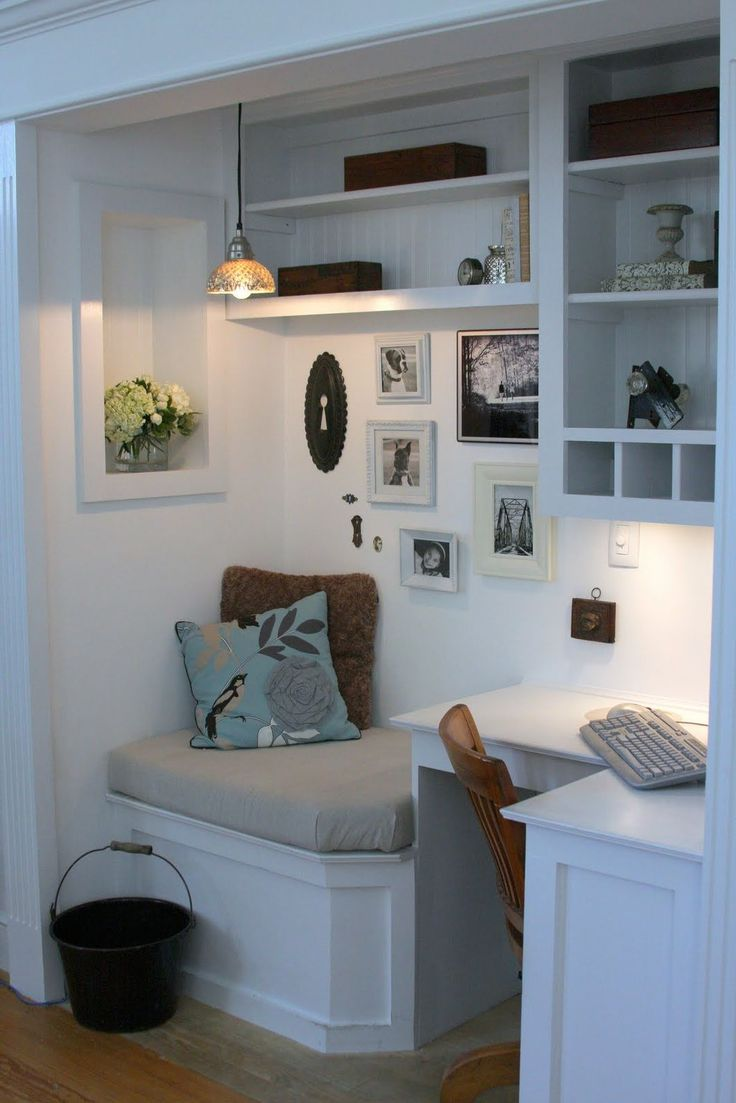 Small Home Offiice Placed In Hidden Window Nook Idea
