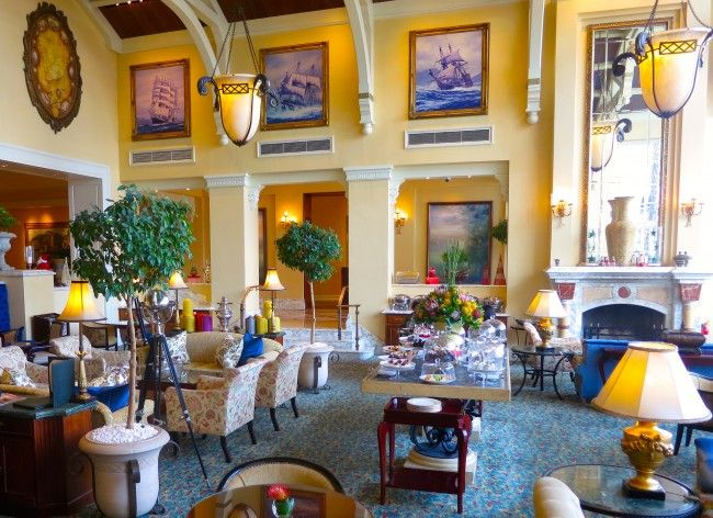 What to do in Cape Town, have high tea at the gorgeous Table Bay Hotel