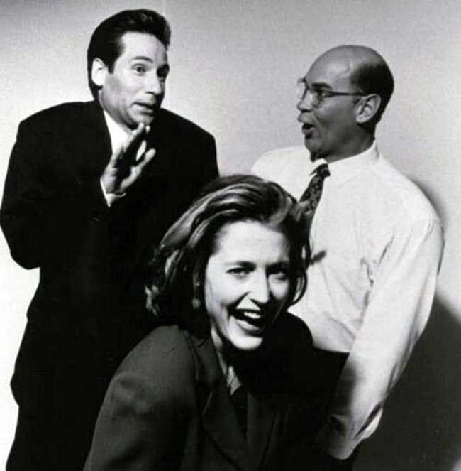David Duchovny Gillian Anderson and Mitch Pileggi goofing around | Rare and beautiful celebrity photos
