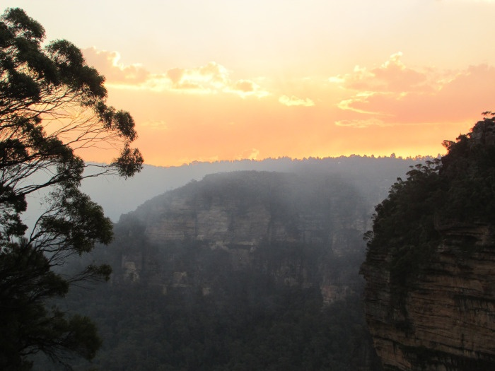 Love the #sunset! A picture is worth a thousand words: A day in the #BlueMoutains | #Australia