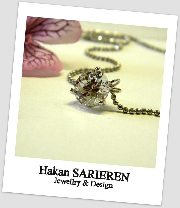 3.10 ct diamond necklace
