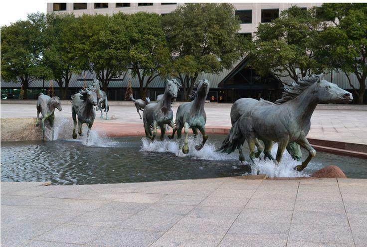 Pamiętamy serię filmów Ocean's i finałową scenę przy fontannie hotelu Bellagio. Jednak nie tylko w Las Vegas mają spektakularne wodne instalacje. Za Bored Panda publikujemy najbardzej efektowne: http://exumag.com/najbardziej-zjawiskowe-fontanny-swiata/