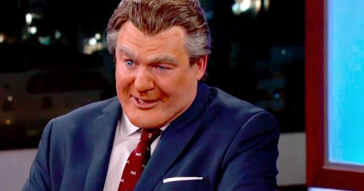 Watch Mike Myers Introduce Creepy New Gong Show Host Tommy Maitland -- The new Gong Show host Tommy Maitland was introduced to the world during last night's episode of Jimmy Kimmel Live. -- http://tvweb.com/gong-show-host-tommy-maitland-mike-myers-jimmy-kimmel-video/