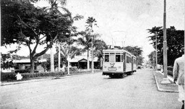 Jalan Kembang Jepun tahun 1930, difoto dari Gedung Internatio � Jembatan Merah � gerbang Barat