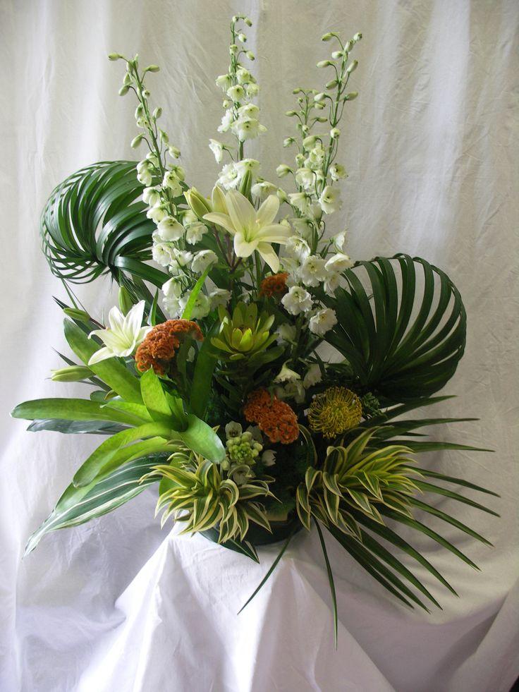 Creative Tropical Flower Arrangement For Yacht Wedding