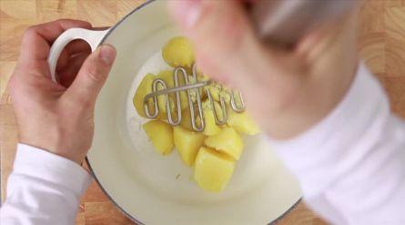 Witte winterstamppot met bieslook & gebakken chorizo - Recept - Allerhande - Albert Heijn