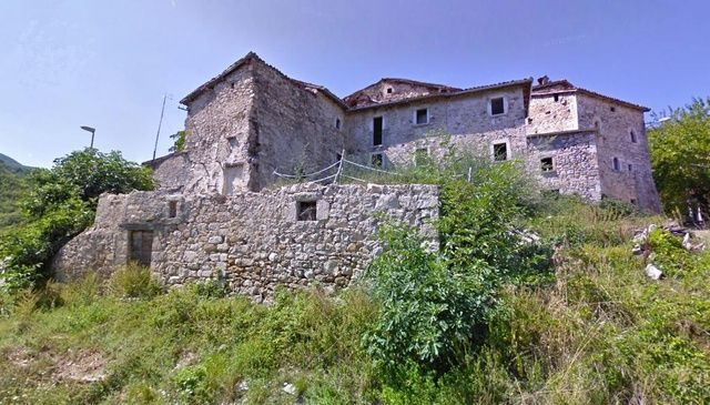 Medieval borgo (3 blocks) for sale Marche | Moulin