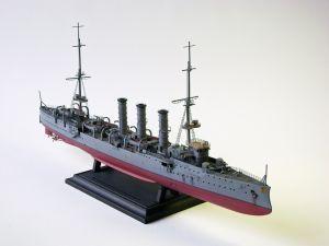 """Model niemieckiego lekkiego krążownika. Okręt ten został zwodowany w 1908 roku, zatonął w 1915 roku. Model plastikowy z elementami fototrawionymi, ręcznie złożony i ręcznie pomalowany w skali 1:350. Model wyróżniony w konkursie modelarskim, Olsztyn 2015 """"SMS Dresden"""" (071945) - this is model of the German light cruiser. The ship was launched in 1908, sank in 1915. Plastic model with metal elements, hand-glued and hand-painted in 1:350 scale models. Model highlighted, Olsztyn 2015"""