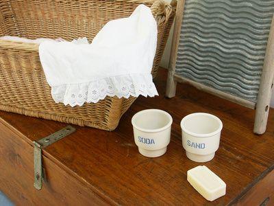 Waschsoda ist ein altes Hausmittel, das für die Reinigung der Wäsche und des Geschirrs und zum Putzen verwendet werden kann. Ebenso kann dam...