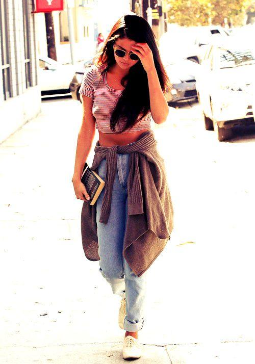 12 de Septiembre: Selena llegando al estudio en Los Angeles.  #preciosa #beautiful #style