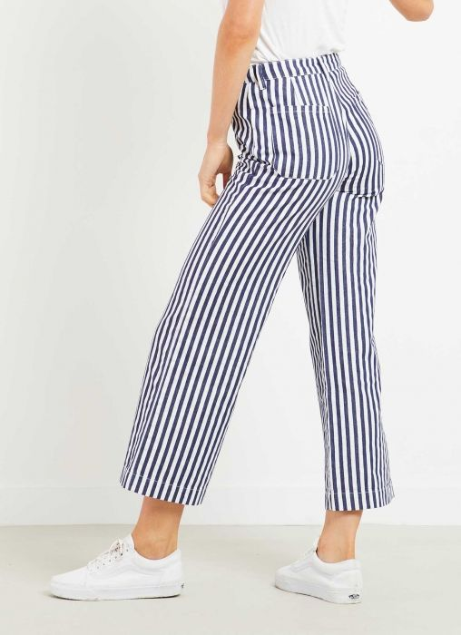 Waiting for Rolla's Old Mate? Well, they're back for summer! - High rise - Wide leg cropped pant - Softly washed cotton drill - Zip fly and button front - Belt loops - 100% cotton - By Rolla's