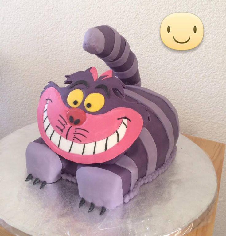 Cheshire Cat cake, lovely to make, give and recive.... He make your birthday happy! De gekke kater taart, gaaf om te maken, te geven en te krijgen. Hij maakt je verjaardag echt gezellig!