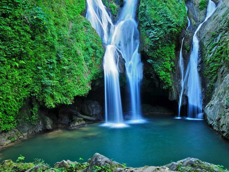 There are also some incredible waterfalls nearby, like the Vegas grande waterfall in Topes de Collante park.