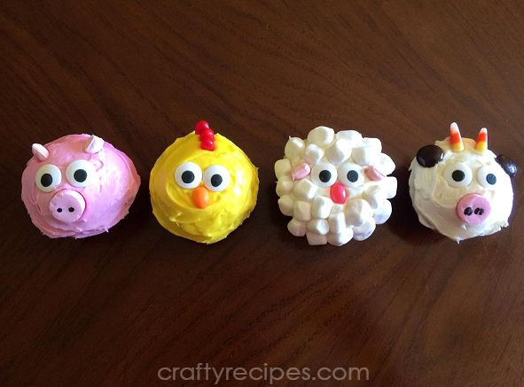 Make some farm animal cupcakes for a party! You can even have your kids help you make them. Here's a pig, chicken, sheep, and a cow. Use marshmallows, candy eyes, candy corn, m&ms, jelly beans, etc! Thanks to Adrianna for letting me share! Related PostsStrawberry Poke Cake Dessert4th of July Dipped Oreo FlagsHealthy Sea Turtle …