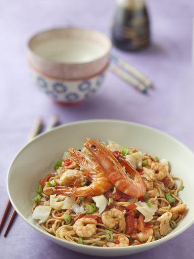 Wok de poisson et crevettes au curry : Recette de Wok de poisson et crevettes au curry - Marmiton