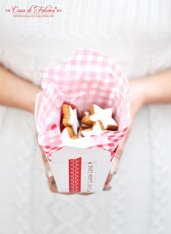 Zimtsterne - ein weiterer Klassiker in der Weihnachtsbäckerei. Für Zimtfans wie mich sind diese kleinen Kekse ein Muss! Auch die Backmischung im Glas (ohne