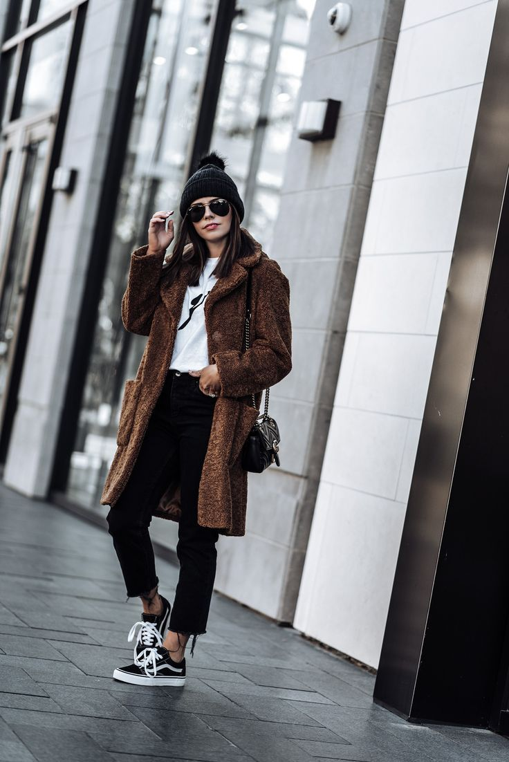 Click to shop the exact look! Teddy Coat (from ASOS, identical here)   Black denim jeans   Les Girls Les Boys Tee   Old Skool Vans   #teddycoatoutfits #winteroutfits #fallfashionoutfits #streetstyle #beanieoutfits