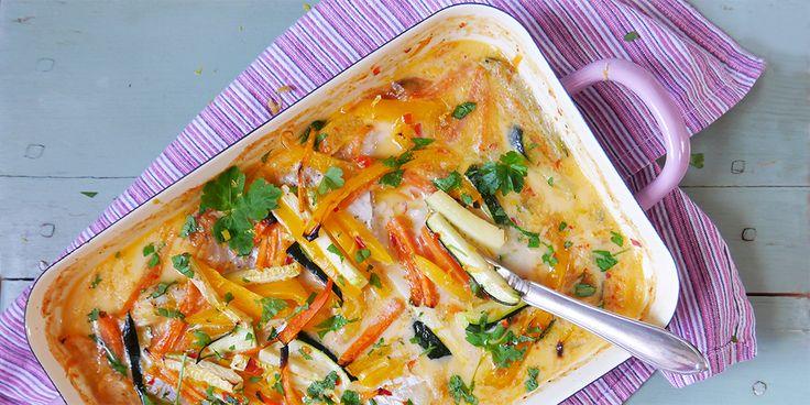 Fräsch och smakrik fiskrätt som är enkel att tillaga. Servera med ris, krydda med färsk koriander eller persilja. För 4 personer Ingredienser 1 paket fryst torskfilé (400 g) 2 krm salt 1 krm svartpeppar 1 morot 1 paprika 1 liten zucchini 1 burk kokosmjölk (400 ml) 1 tsk sambal oelek 1 citron Ev koriander eller …