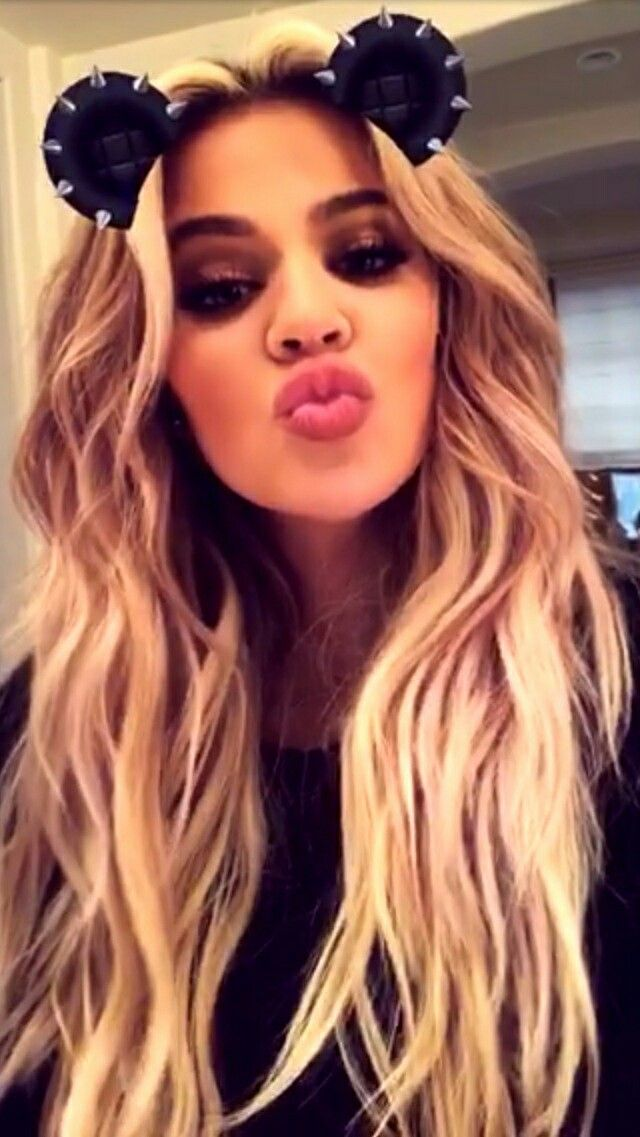 Khloe Kisses Xoxo Khloe Kardashion Kardashian
