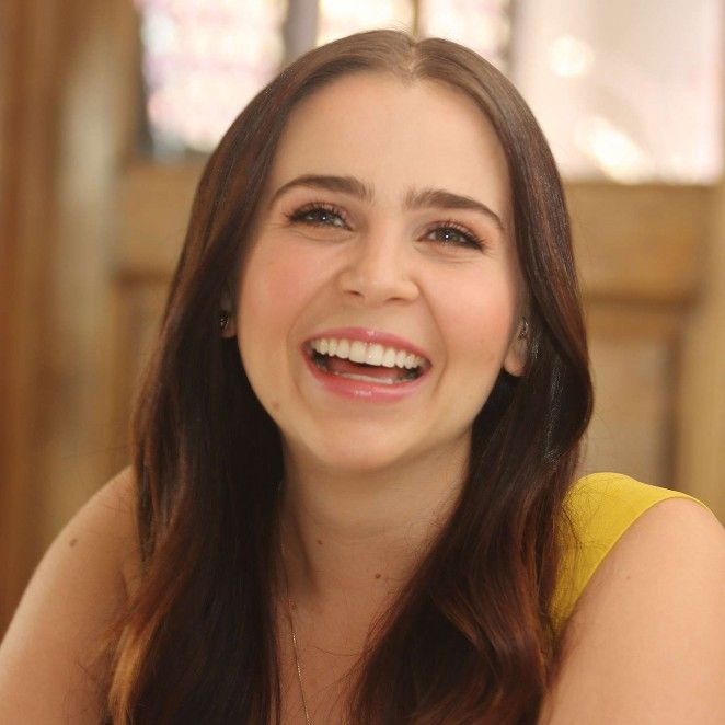 Mae Whitman as muse for Alex