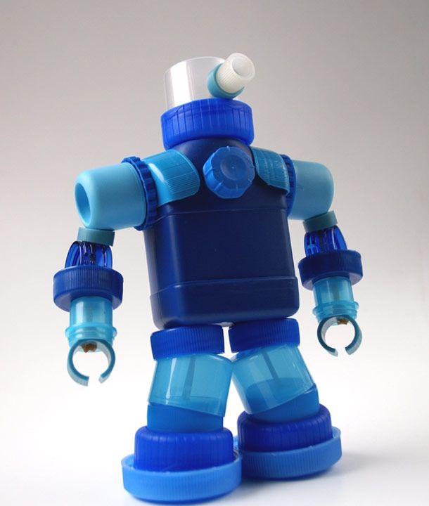 Robots hechos con restos de botellas de plástic - Taringa!